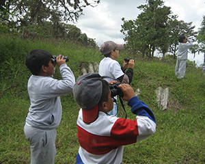 Escuela Rio Tumbes students out birding